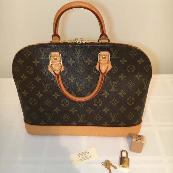 c437b6e2e3f61 Louis Vuitton Handbags - Authentic Louis Vuitton Alma PM M51130